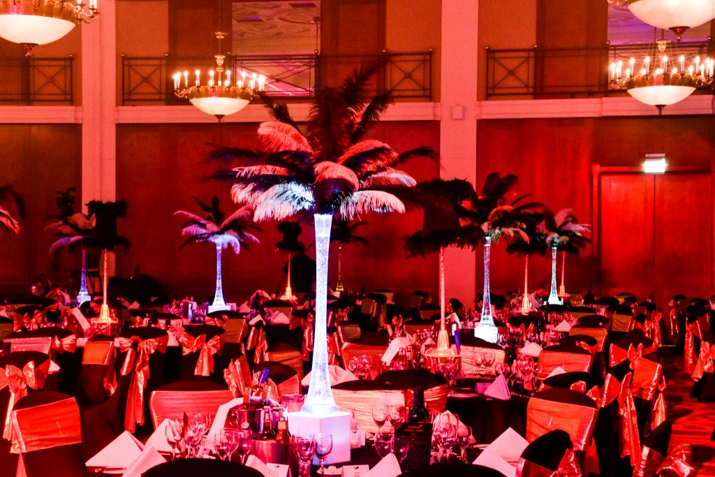 Black and White Feather Table Centres